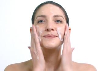 Jak použít Cleanance HYDRA Zklidňující mycí krém