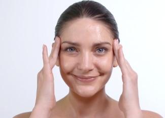 Jak aplikovat Jemný gelový peeling