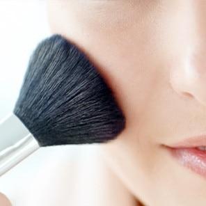 Natürliches Make-up für empfindliche Haut