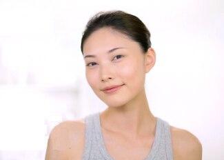 【抗敏活泉水8大妙用法之7.加強護膚品吸收, 回復飽滿柔軟肌】