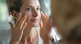 Eau Thermale Avène rješenje za akne u odrasloj dobi
