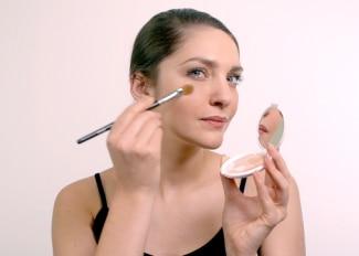 Kako fiksirati make-up i istaknuti oči?
