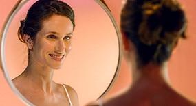 Het verwijderen van make-up afronden en de huid verzachten